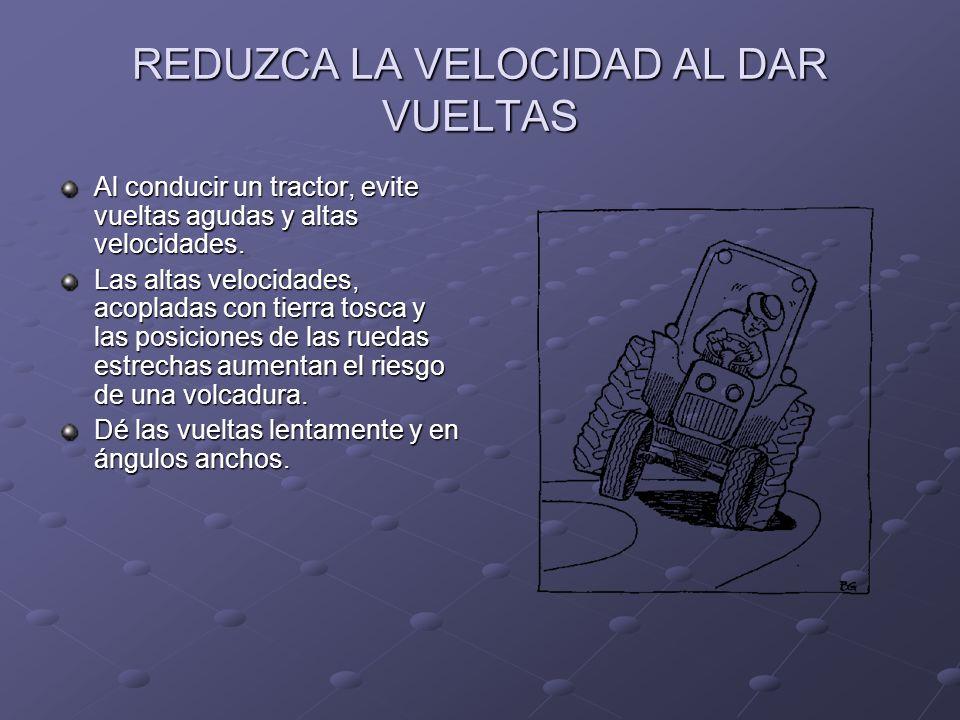 EVITE OPERAR TRACTORES CERCA DE ZANJAS, RESAS Y POZOS Mantenga los tractores e implementos lejos de zanjas de irrigación y bordes de diches para evitar que el tractor se volqué.