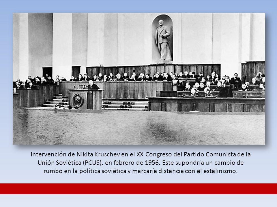Intervención de Nikita Kruschev en el XX Congreso del Partido Comunista de la Unión Soviética (PCUS), en febrero de 1956. Este supondría un cambio de