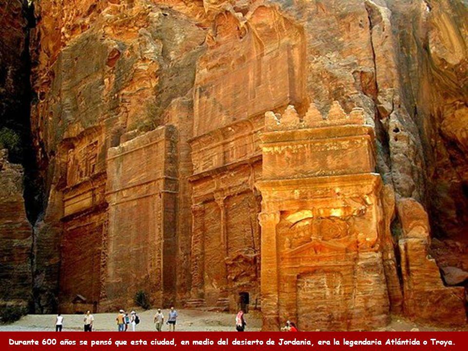 Durante 600 años se pensó que esta ciudad, en medio del desierto de Jordania, era la legendaria Atlántida o Troya.