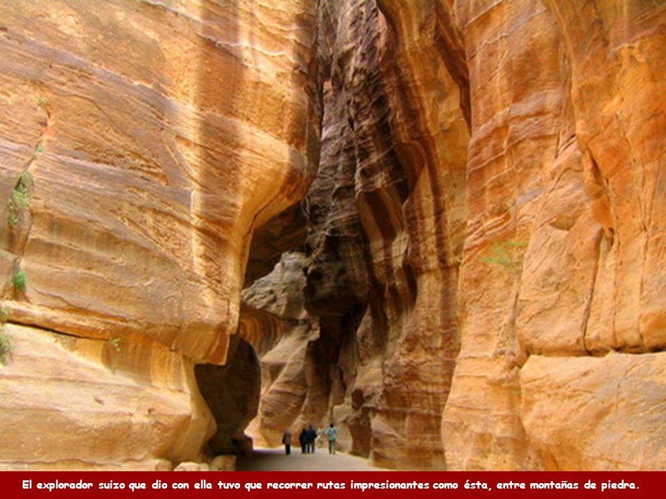 El explorador suizo que dio con ella tuvo que recorrer rutas impresionantes como ésta, entre montañas de piedra.