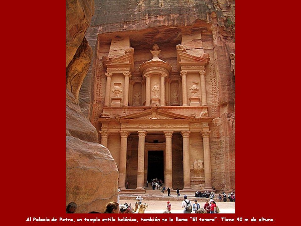 Al Palacio de Petra, un templo estilo helénico, también se le llama El tesoro.
