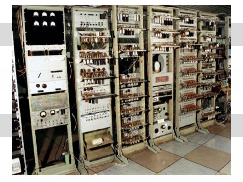 Computadoras Una computadora es una maquina que recibe y procesa datos para convertirlos en información útil, puede ejecutar con exactitud, rapidez y
