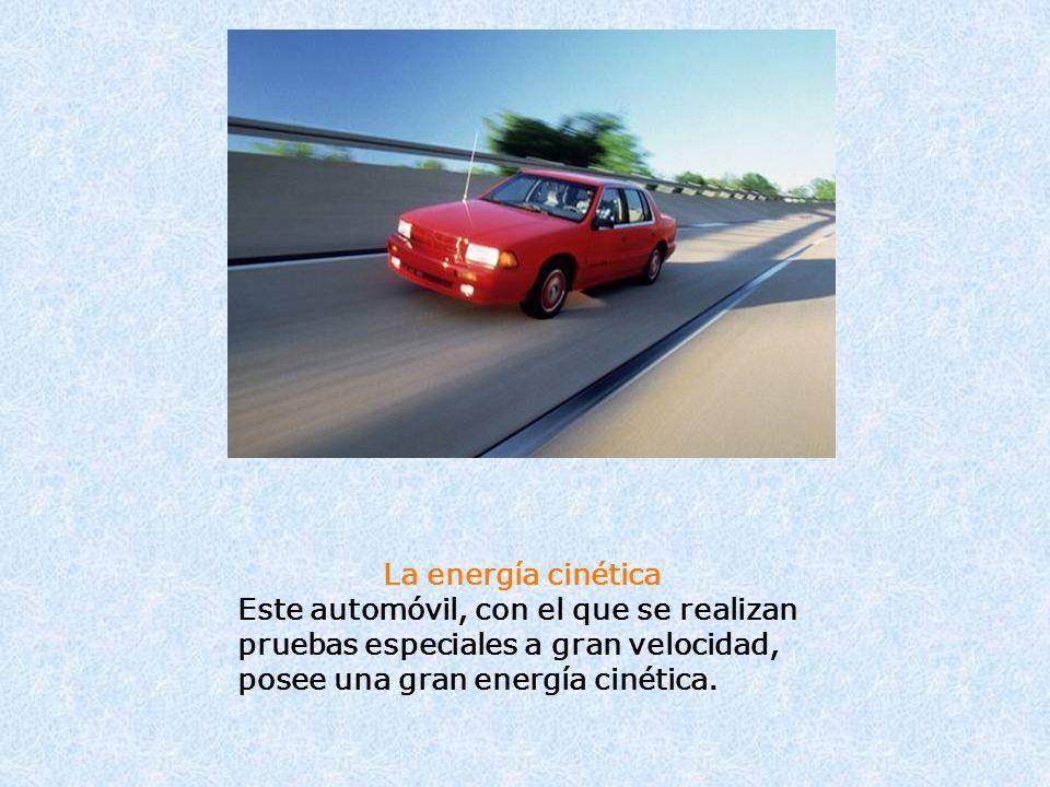 La energía cinética Este automóvil, con el que se realizan pruebas especiales a gran velocidad, posee una gran energía cinética.