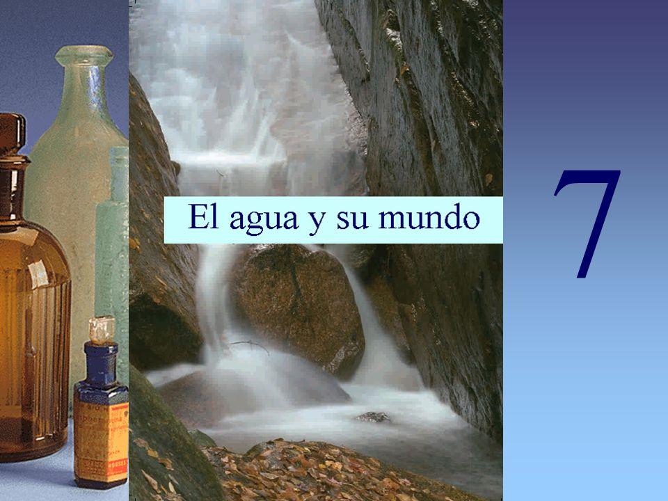 El ciclo del agua El agua de procedencia natural (de mar, ríos, pozos, lagos o de lluvia) contiene cantidades variables de sales (alcalinas y alcalinotérreas) y gases (dióxido de carbono y aire), además de compuestos orgánicos y microorganismos.