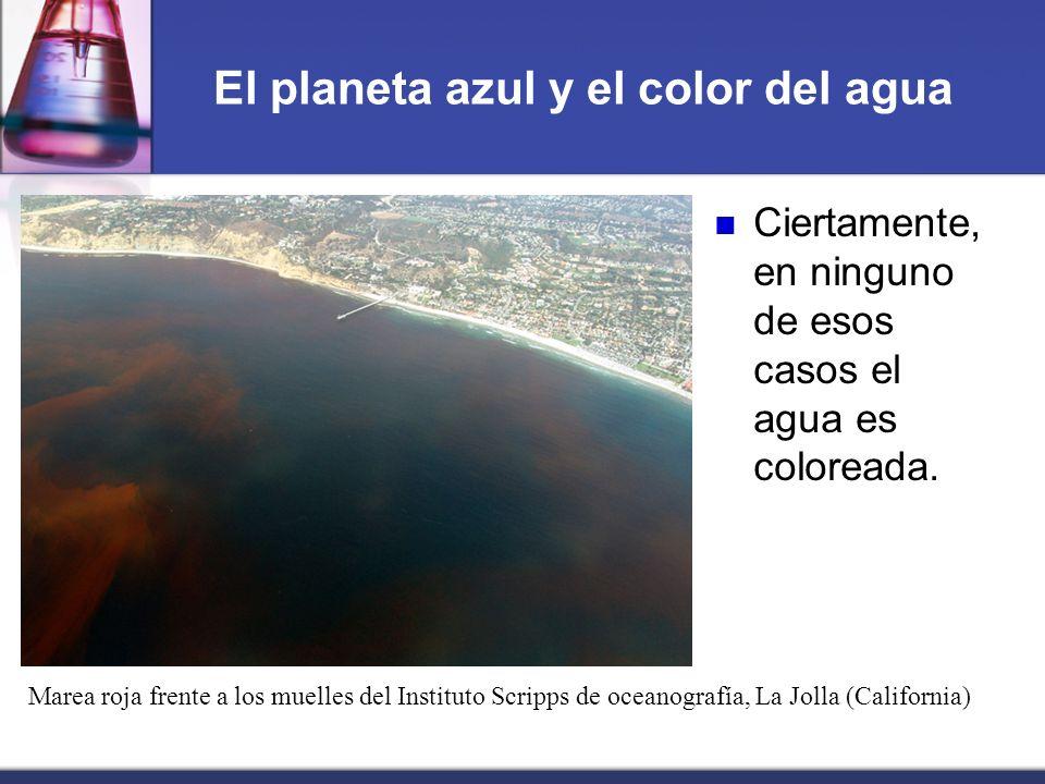 El planeta azul y el color del agua Ciertamente, en ninguno de esos casos el agua es coloreada. Marea roja frente a los muelles del Instituto Scripps