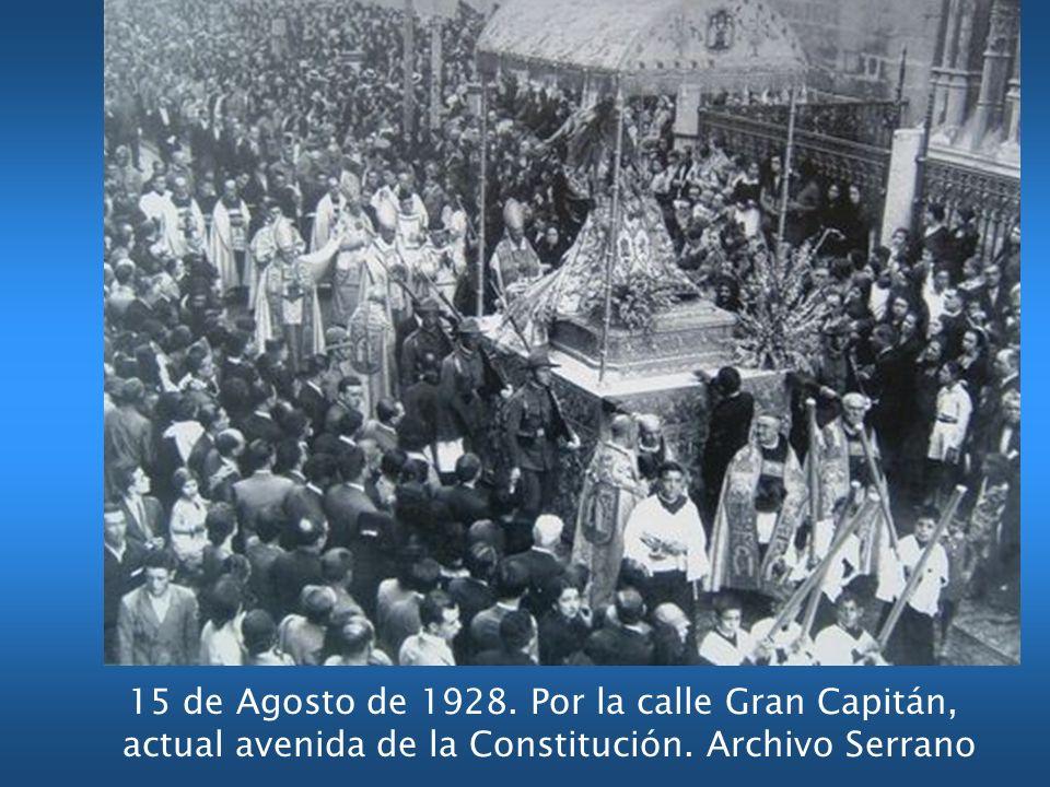 15 de Agosto de 1928. Por la calle Gran Capitán, actual avenida de la Constitución. Archivo Serrano