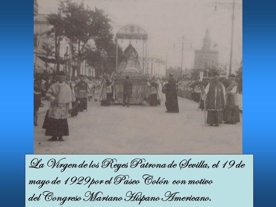 La Virgen de los Reyes Patrona de Sevilla, el 19 de mayo de 1929 por el Paseo Colón con motivo del Congreso Mariano Hispano Americano.