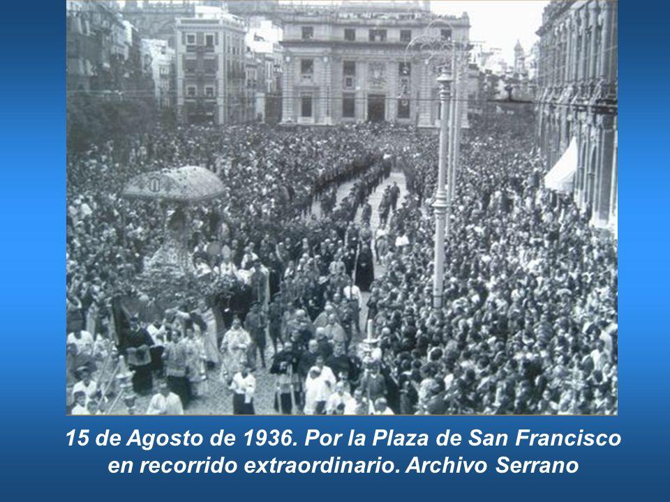 15 de Agosto de 1936. Por la Plaza de San Francisco en recorrido extraordinario. Archivo Serrano