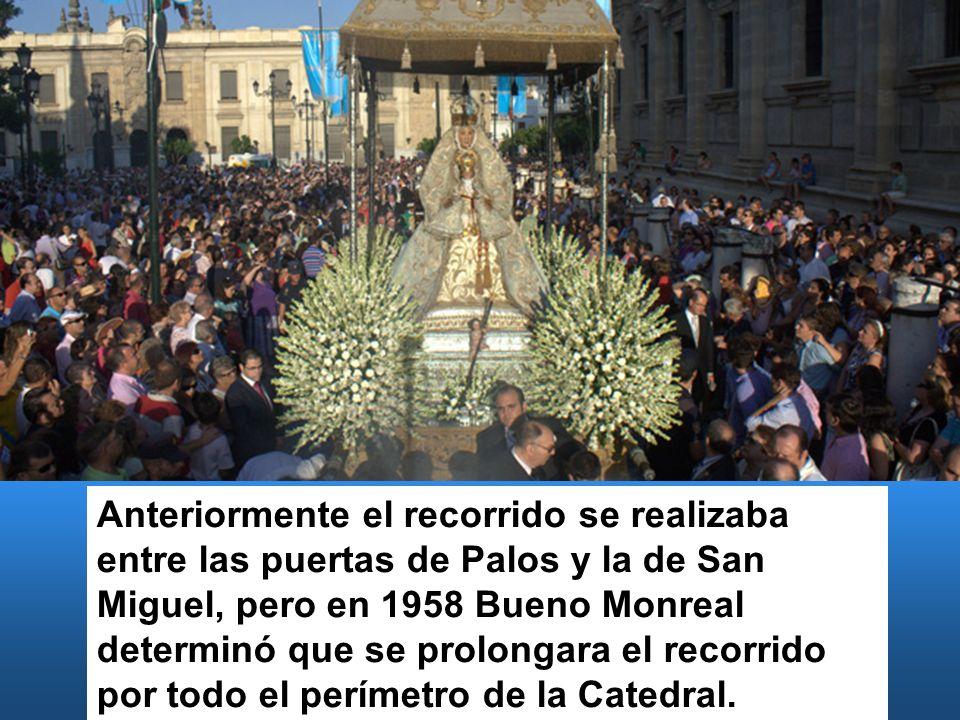 Anteriormente el recorrido se realizaba entre las puertas de Palos y la de San Miguel, pero en 1958 Bueno Monreal determinó que se prolongara el recor