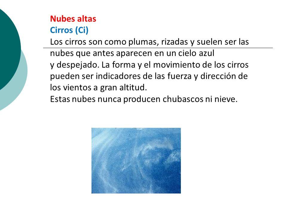 Nubes altas Cirros (Ci) Los cirros son como plumas, rizadas y suelen ser las nubes que antes aparecen en un cielo azul y despejado. La forma y el movi