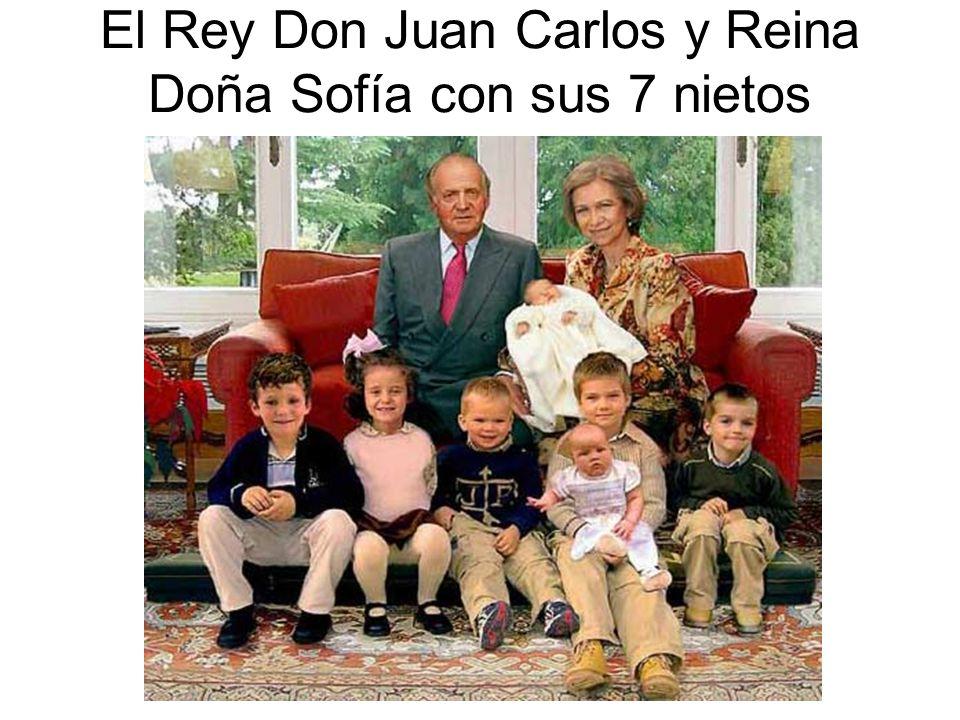 El Rey Don Juan Carlos y Reina Doña Sofía con sus 7 nietos