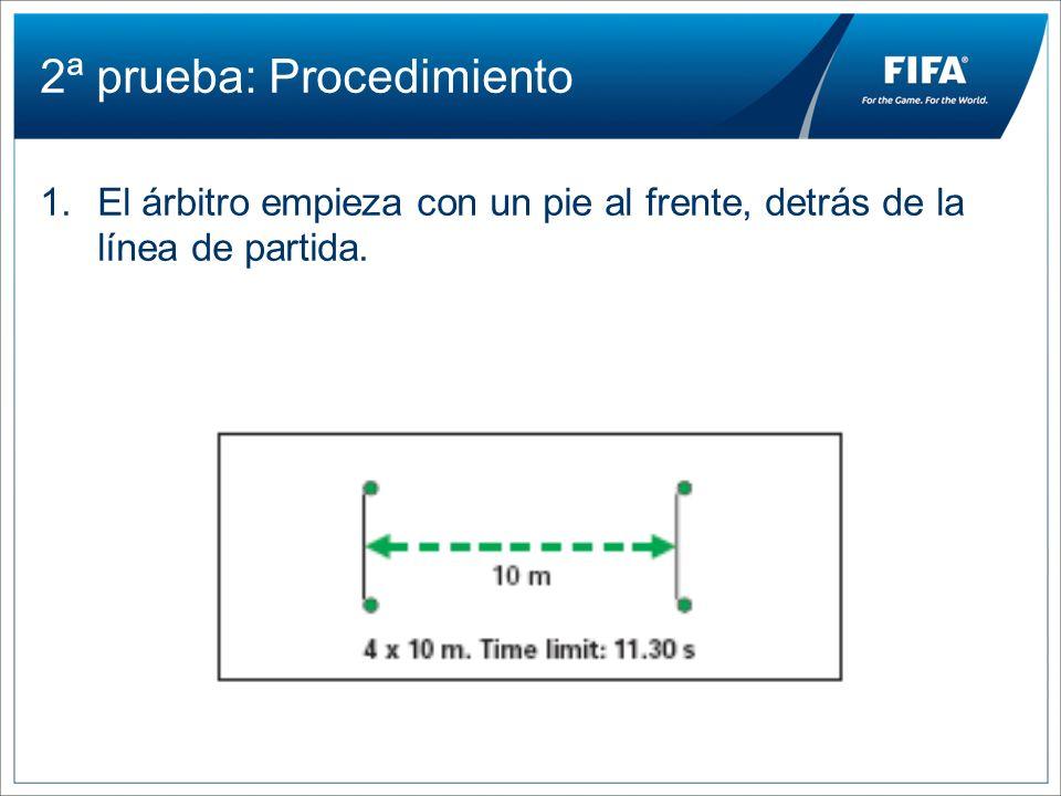 2ª prueba: Procedimiento 1.El árbitro empieza con un pie al frente, detrás de la línea de partida.