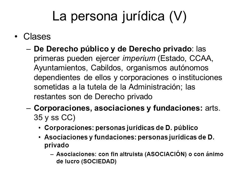 La persona jurídica (V) Clases –De Derecho público y de Derecho privado: las primeras pueden ejercer imperium (Estado, CCAA, Ayuntamientos, Cabildos,