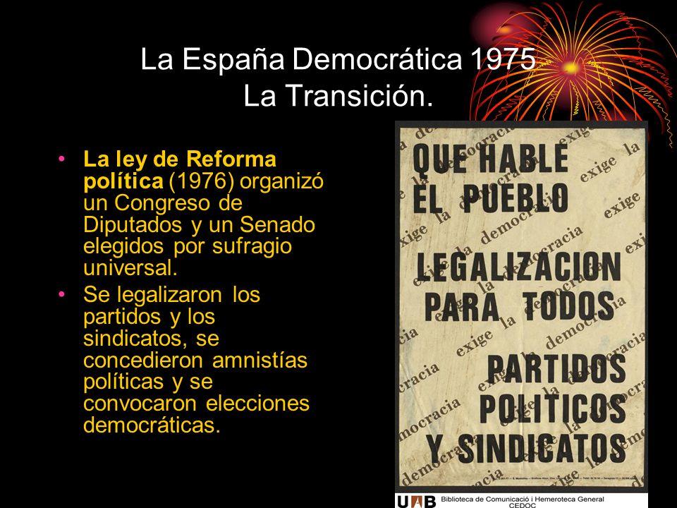 La España Democrática 1975 La Transición. La ley de Reforma política (1976) organizó un Congreso de Diputados y un Senado elegidos por sufragio univer