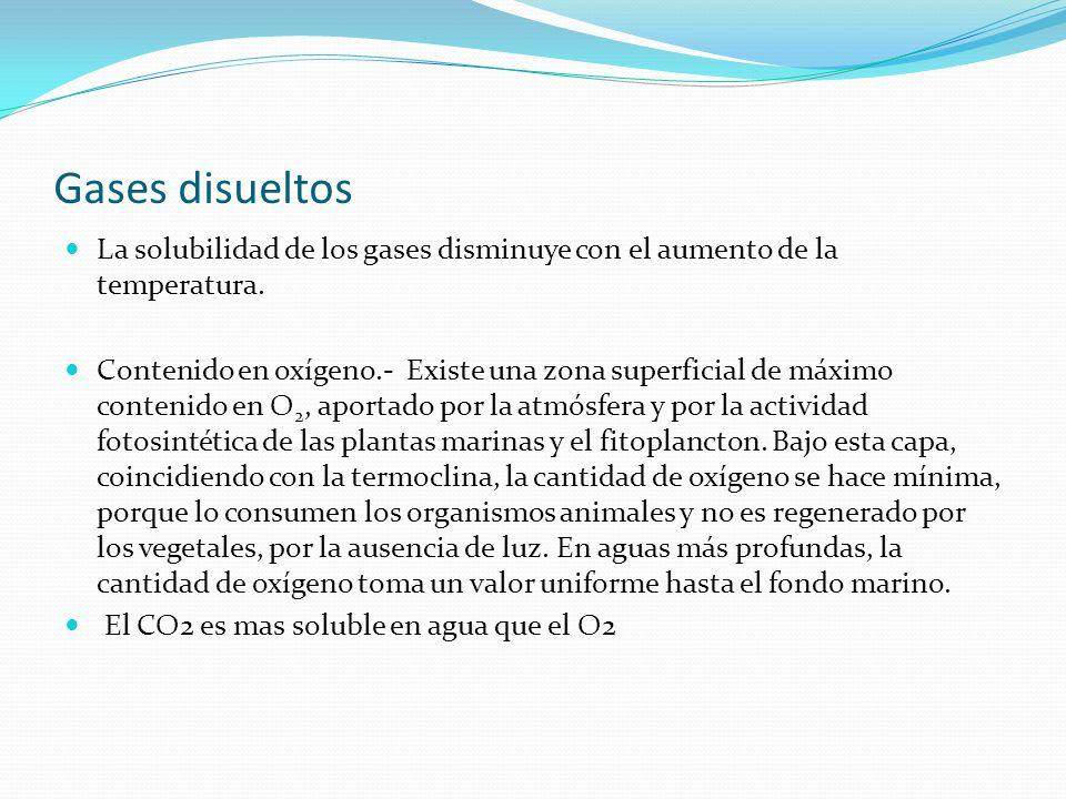 Gases disueltos La solubilidad de los gases disminuye con el aumento de la temperatura. Contenido en oxígeno.- Existe una zona superficial de máximo c