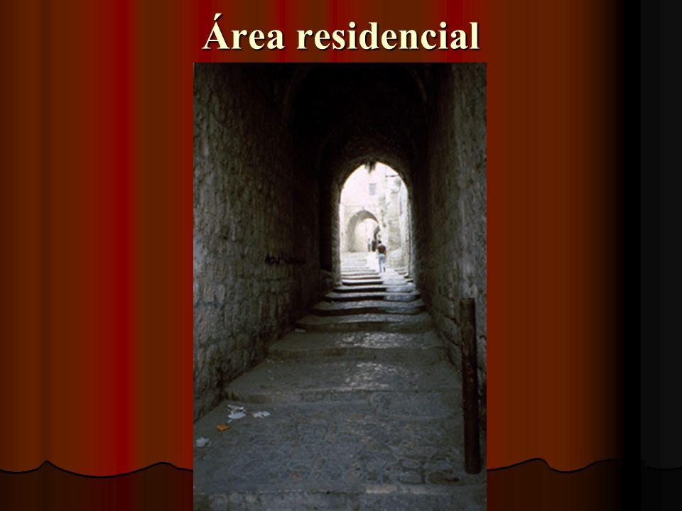 La ciudad antigua es muy comercial E.A. Núñez Max Pérez
