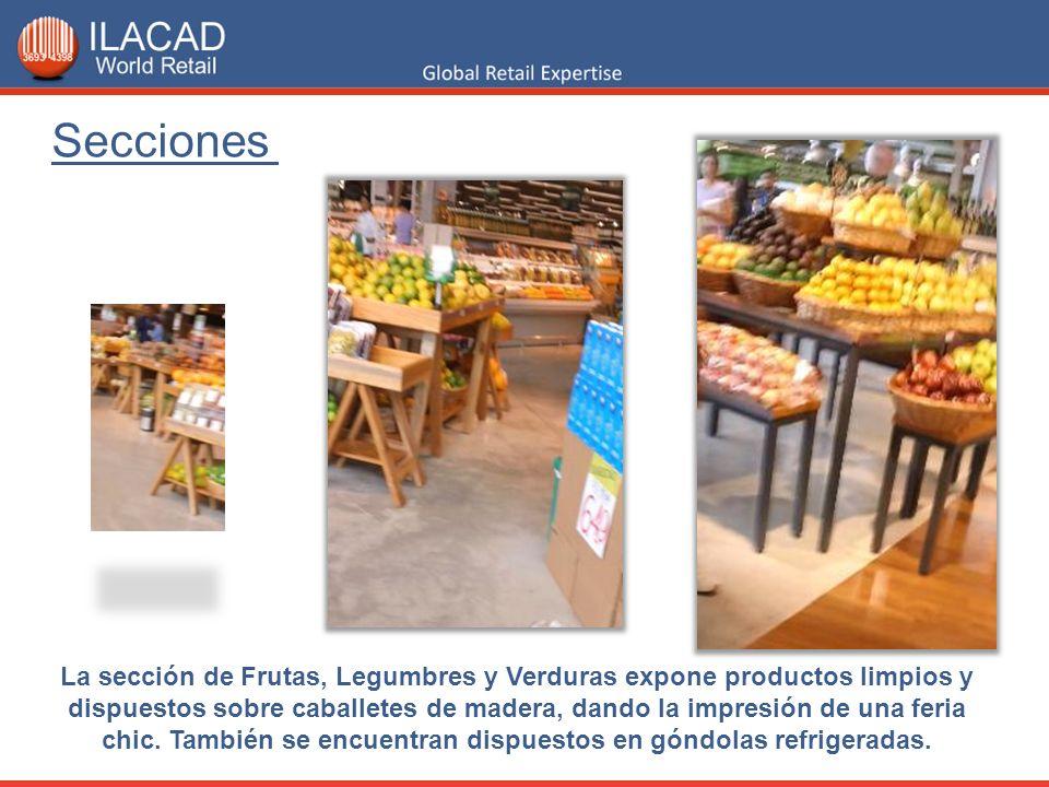 La sección de Frutas, Legumbres y Verduras expone productos limpios y dispuestos sobre caballetes de madera, dando la impresión de una feria chic. Tam