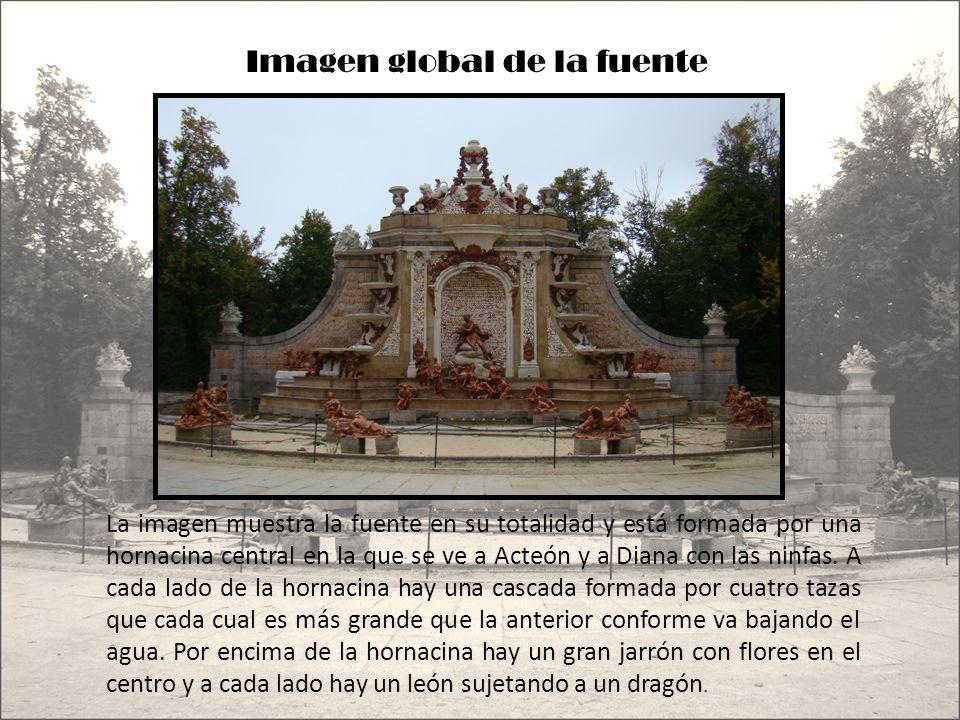 Imagen global de la fuente La imagen muestra la fuente en su totalidad y está formada por una hornacina central en la que se ve a Acteón y a Diana con