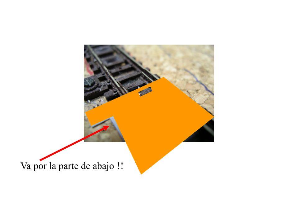 En el caso de los desvíos triples (aunque también se puede hacer en los normales) he puesto el plástico enganchado con el Araldit en la misma zona en la que estaba el fleje para después poder ponerlo por debajo plástico rígido