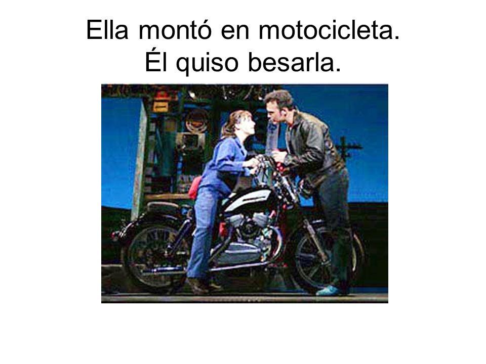 Ella montó en motocicleta. Él quiso besarla.