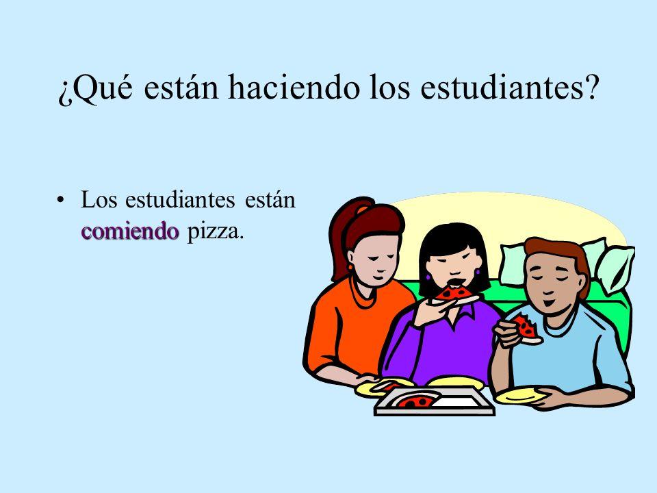 ¿Qué están haciendo los estudiantes? comiendoLos estudiantes están comiendo pizza.
