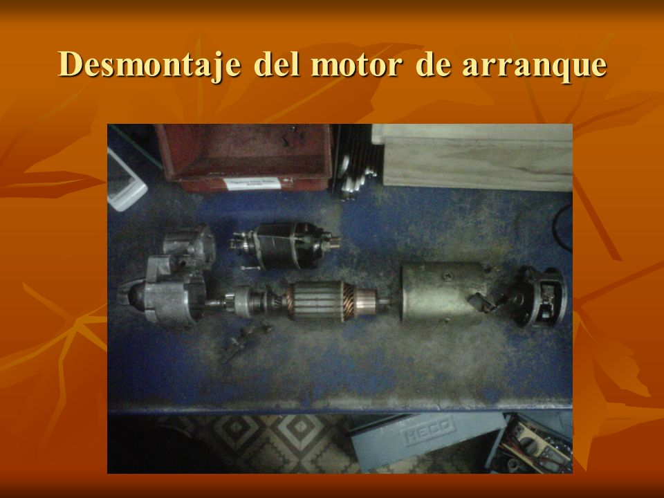 Para comenzar a desmontar el motor, lo primero es desconectar el borne del relé y quitar los tornillos de sujeción para quitar el relé.
