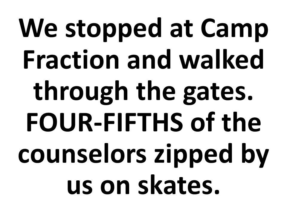 Nos paramos en El Campo de Fracciones y entramos por las puertas.