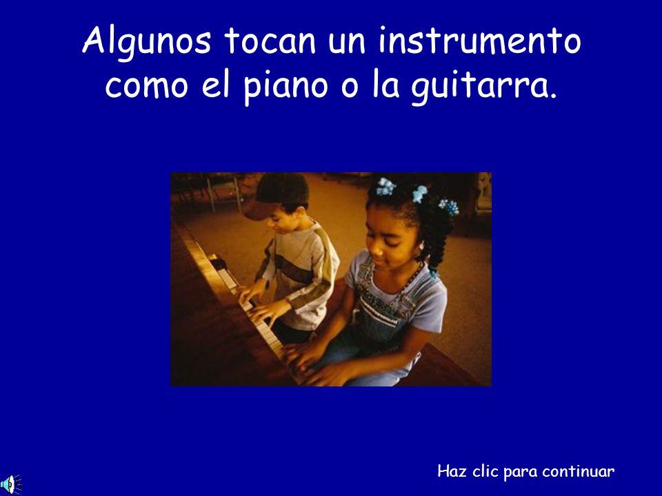 Algunos tocan un instrumento como el piano o la guitarra. Haz clic para continuar