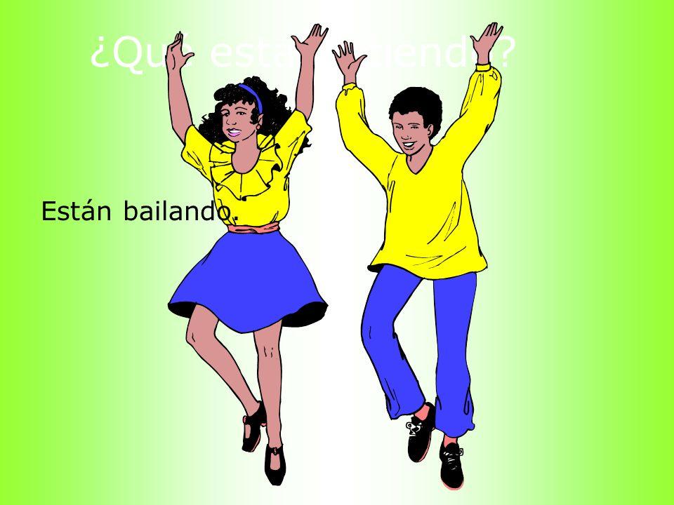 ¿Qué está haciendo? Están bailando.