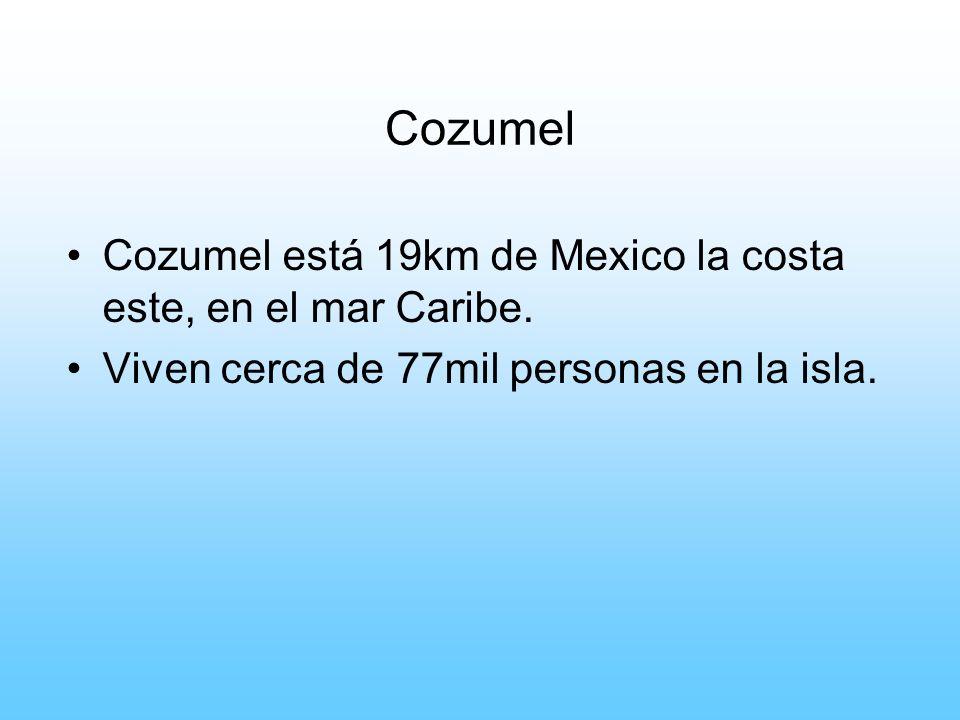 Cozumel Cozumel está 19km de Mexico la costa este, en el mar Caribe. Viven cerca de 77mil personas en la isla.