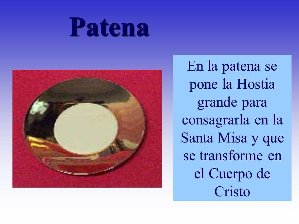 En la patena se pone la Hostia grande para consagrarla en la Santa Misa y que se transforme en el Cuerpo de Cristo Patena