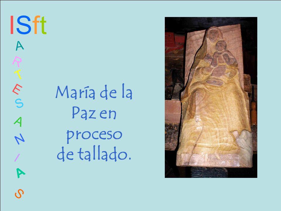ISftISft A R T E S A N I A S María de la Paz en proceso de tallado.