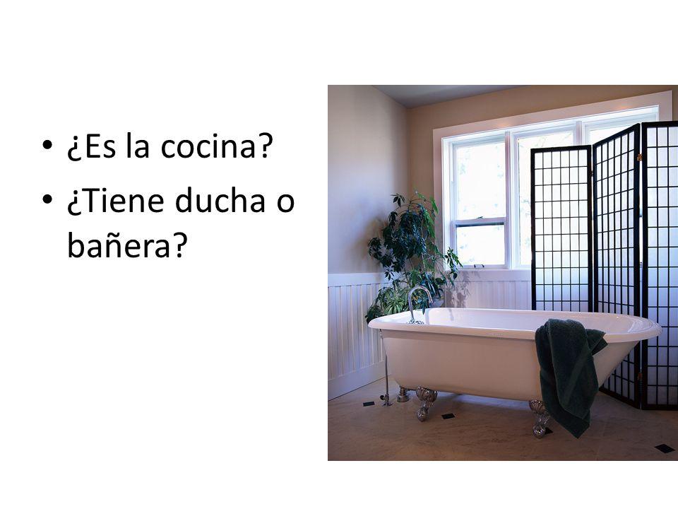 ¿Es la cocina? ¿Tiene ducha o bañera?