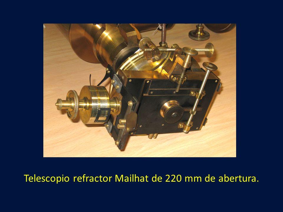 Telescopio refractor Mailhat de 220 mm de abertura.