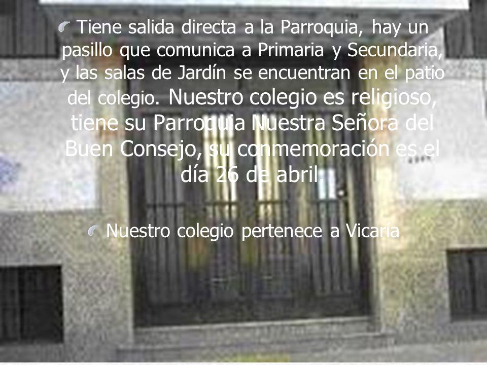 Tiene salida directa a la Parroquia, hay un pasillo que comunica a Primaria y Secundaria, y las salas de Jardín se encuentran en el patio del colegio.