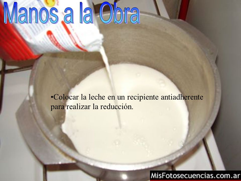 Colocar la leche en un recipiente antiadherente para realizar la reducción.