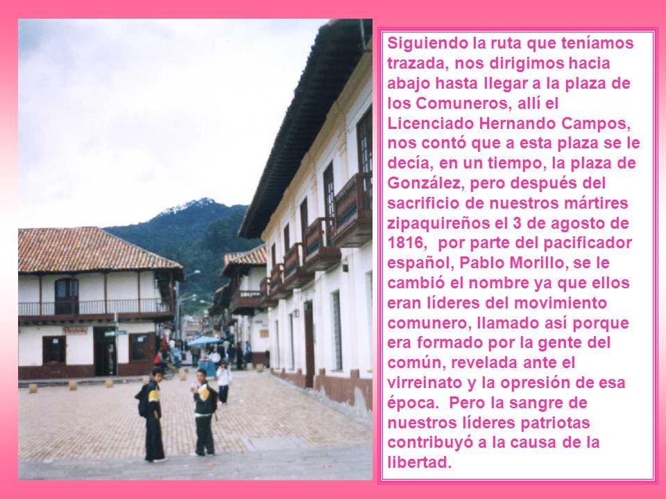 Siguiendo la ruta que teníamos trazada, nos dirigimos hacia abajo hasta llegar a la plaza de los Comuneros, allí el Licenciado Hernando Campos, nos co