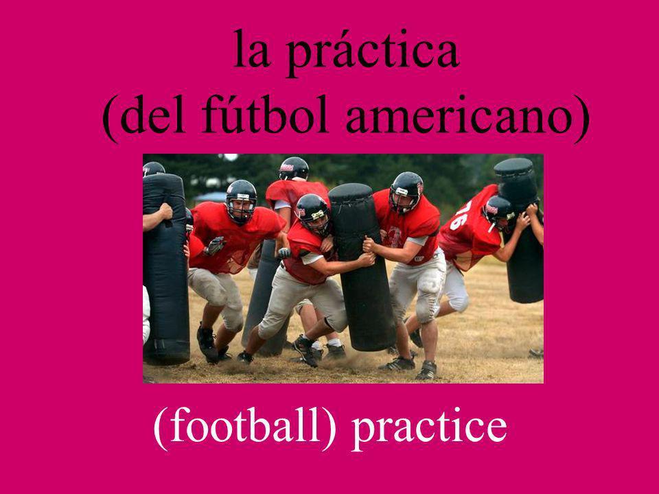 la práctica (del fútbol americano) (football) practice