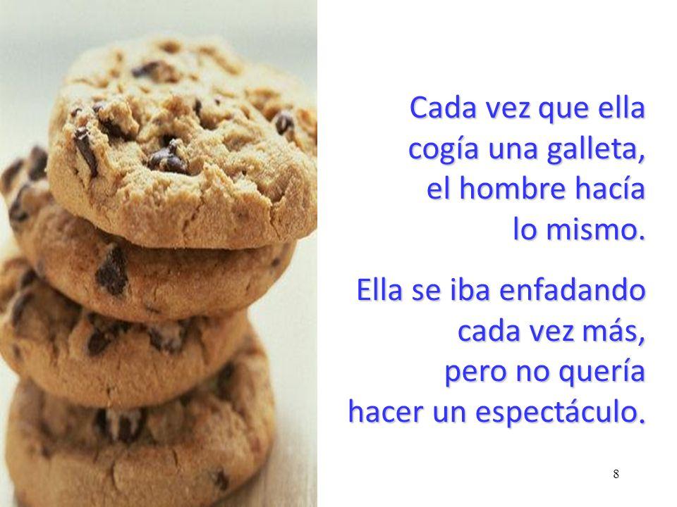 7 Cuando ella cogió la primera galleta, el hombre también cogió una. Ella se sintió irritada por este comportamiento, pero no dijo nada, contentándose