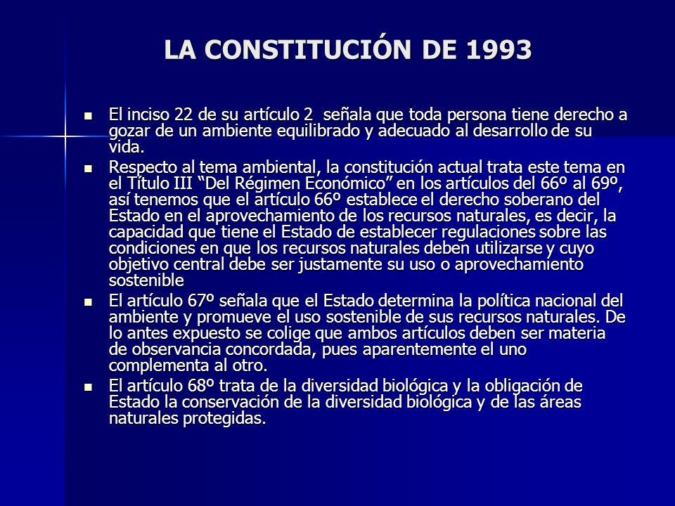 LA CONSTITUCIÓN DE 1993 El inciso 22 de su artículo 2 señala que toda persona tiene derecho a gozar de un ambiente equilibrado y adecuado al desarroll