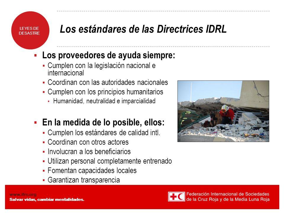 LEYES DE DESASTRE www.ifrc.org Salvar vidas, cambiar mentalidades. Los estándares de las Directrices IDRL Los proveedores de ayuda siempre: Cumplen co