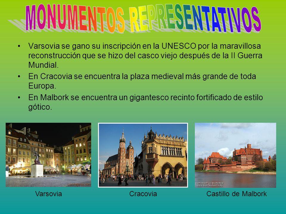 Varsovia se gano su inscripción en la UNESCO por la maravillosa reconstrucción que se hizo del casco viejo después de la II Guerra Mundial. En Cracovi