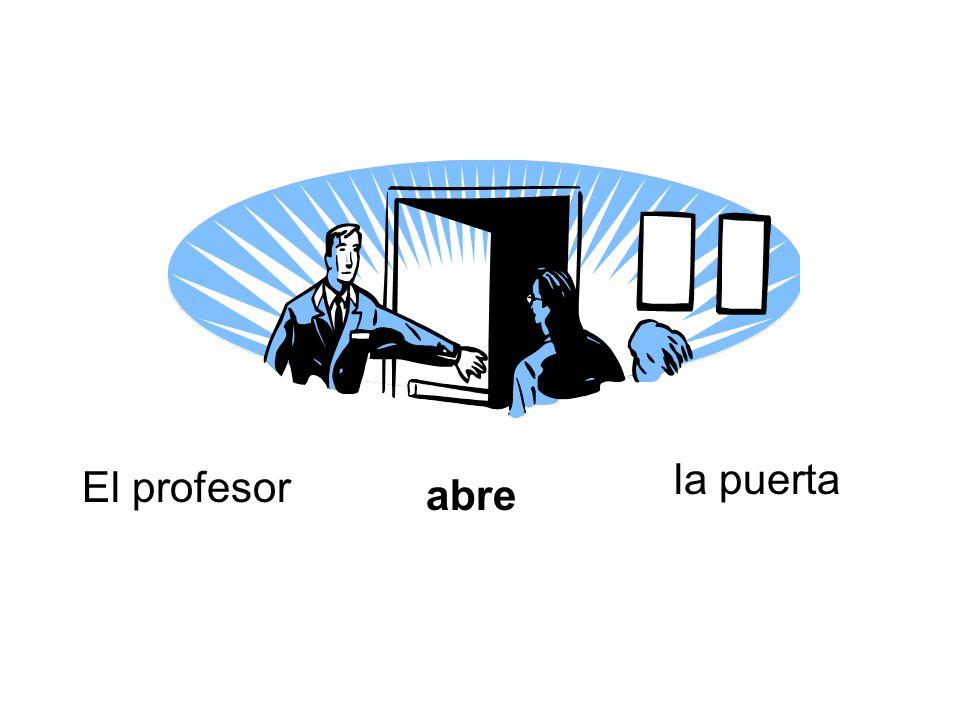 El profesor abre la puerta