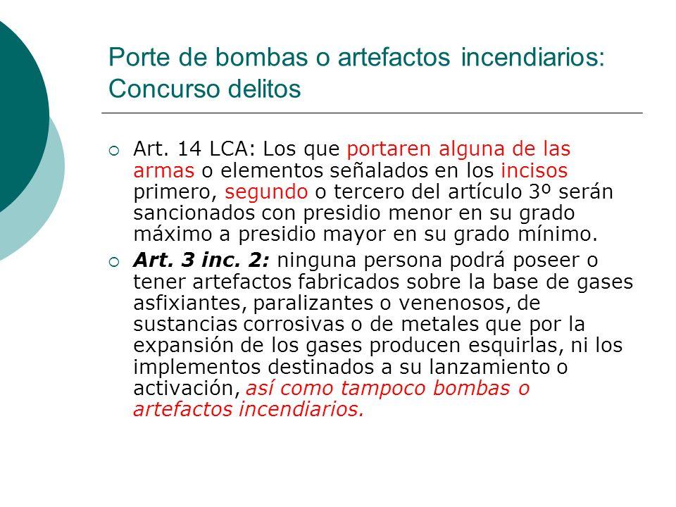 Porte de bombas o artefactos incendiarios: Concurso delitos Art. 14 LCA: Los que portaren alguna de las armas o elementos señalados en los incisos pri