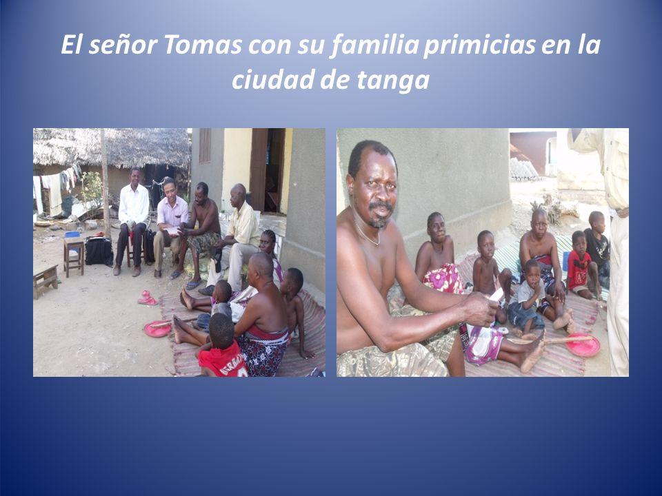 El señor Tomas con su familia primicias en la ciudad de tanga