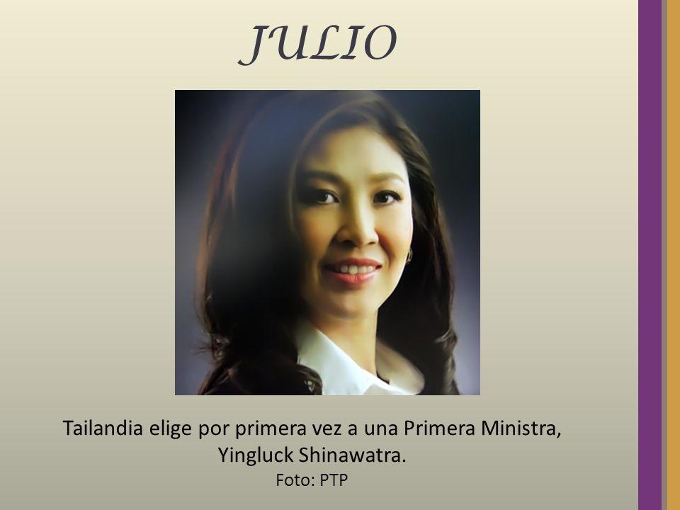 JULIO Tailandia elige por primera vez a una Primera Ministra, Yingluck Shinawatra. Foto: PTP