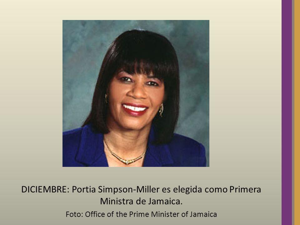 DICIEMBRE: Portia Simpson-Miller es elegida como Primera Ministra de Jamaica. Foto: Office of the Prime Minister of Jamaica