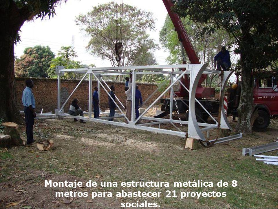 Montaje de una estructura metálica de 8 metros para abastecer 21 proyectos sociales.