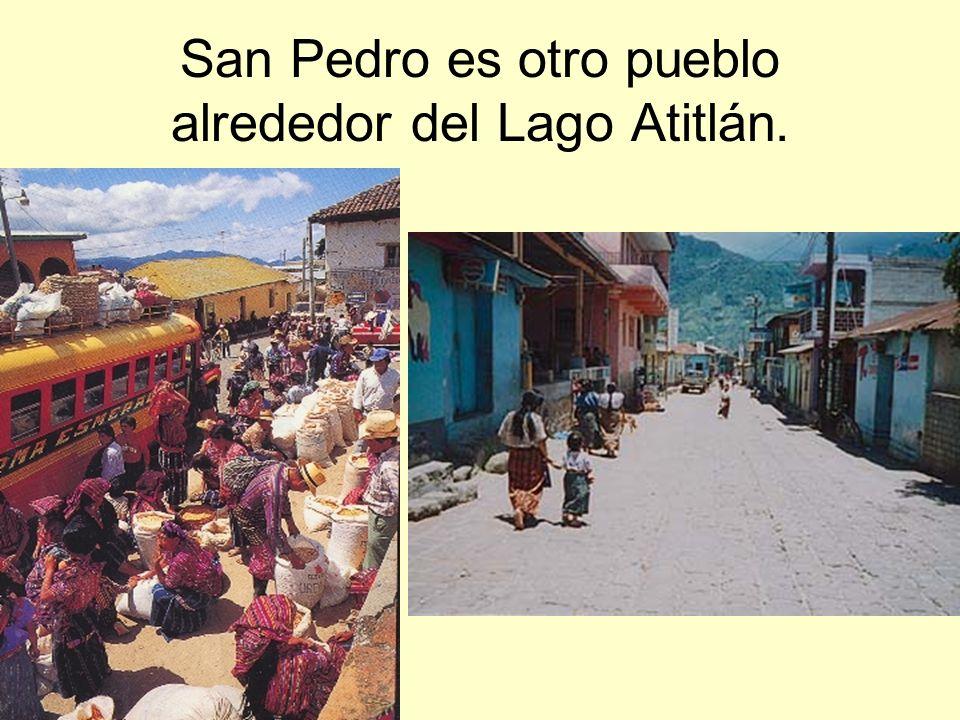 San Pedro es otro pueblo alrededor del Lago Atitlán.