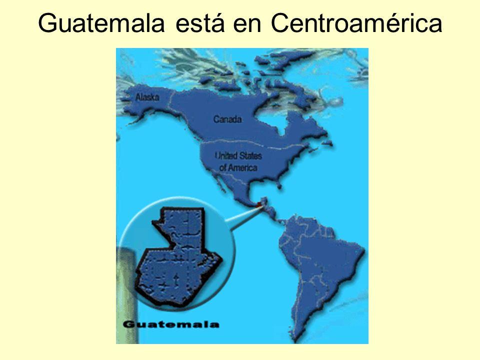 Guatemala es un país muy pobre.Muchas niñas tienen una blusa o dos.